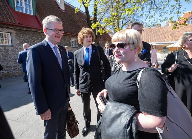 """Perhe- ja peruspalveluministeri Annika Saarikko sanoo toivoneensa pääkaupunkiseudun valtuustoilta kannanottoa, joka """"olisi tunnistanut uudistuksessa enemmänkin kehittämisen kohteita kuin halua kaataa sitä"""". Kuva viime viikolla Tallinnassa järjestetystä kokouksesta."""