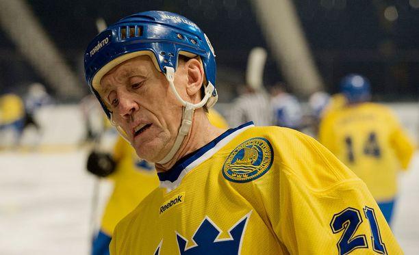 Börje Salminen pelasi 2012 Tukholmassa Tre Kronorin paidassa Suomen legendoja vastaan.