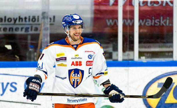 Jukka Peltola ei vierastanut pakkina pelaamista.