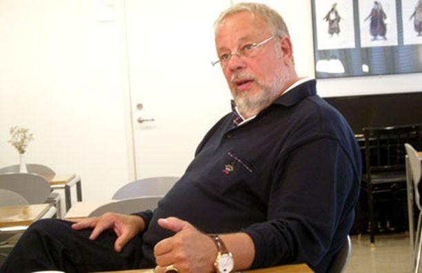 – Vaikka olen muutaman iskelmäkeikan tehnyt, kyllä klassinen musiikki edelleen on työni - ainakin vuoteen 2013, johon asti minulla on sopimuksia, Matti Salminen sanoo.