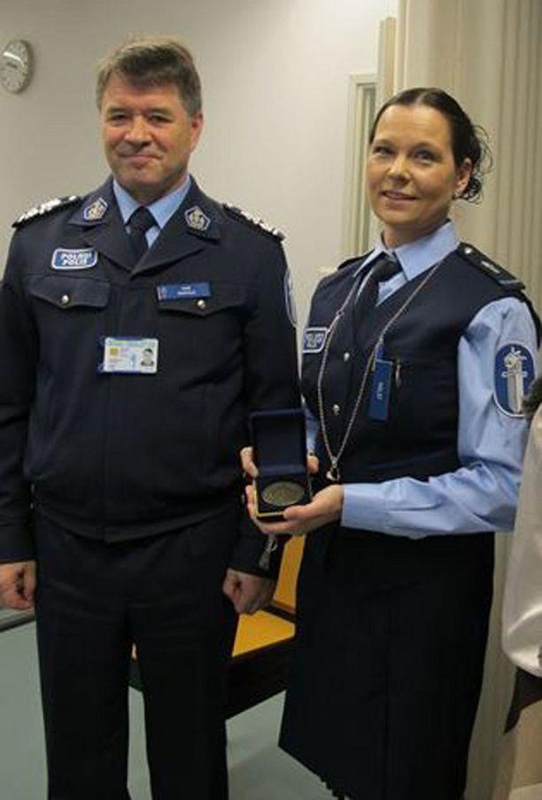 Poliisipäällikkö Kari Rantala ja vanhempi konstaapeli Sabina Holst.