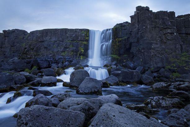 Näin komeita maisemia löytyy Þingvellirin kansallispuistosta.