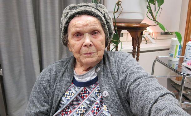 Liisa Tiukka, 91, on saanut omasta asunto-osakkeestaan häädön jouluksi.