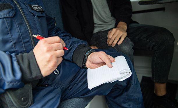 Poliisi tutkii raiskaustapausta Seinäjoella. Yksi neljästä vangitusta on vapautettu. Kuvituskuva.