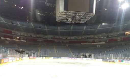 Lanxess Arenan jää on puhuttanut MM-kisoissa.