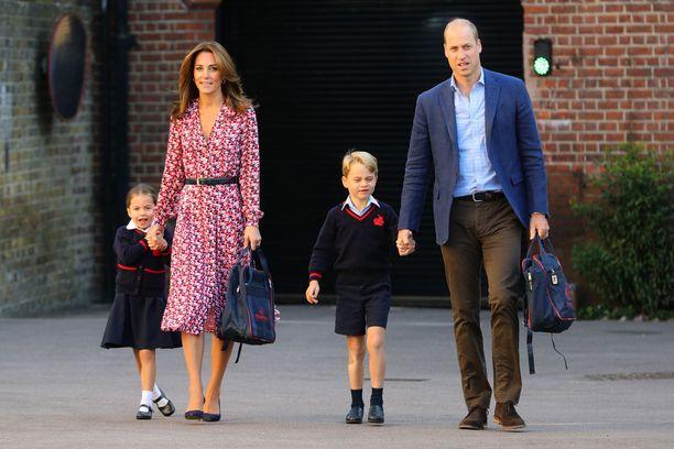Prinsessa Charlotte aloitti syksyllä koulun. Tällä hetkellä opiskelu tapahtuu etänä.