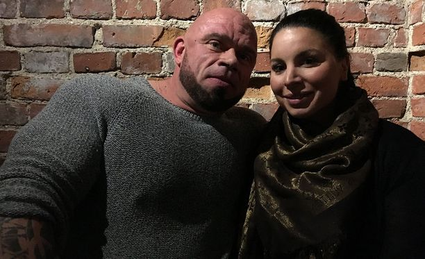 Bull Mentula ja Maruzella Vaalikivi avioituivat kesällä 2016.