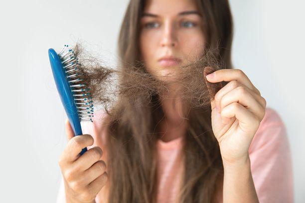Hiuksia irtoaa normaalilla tahdilla noin 100 päivässä. Sitä runsaampi hiuskato voi johtua stressistä.