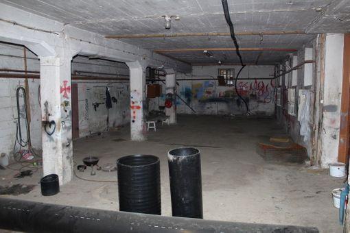 Koulukodin rangaistusosaston asukkaat määrättiin raskaisiin betonitöihin.