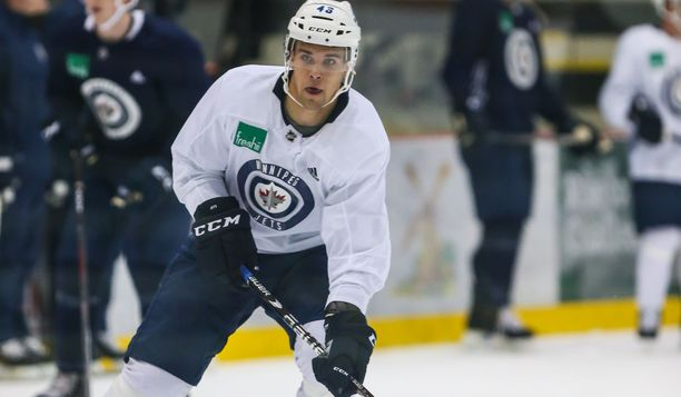 Joona Luoto pelaa ensi yönä Suomen aikaa uransa ensimmäisen NHL-ottelun.
