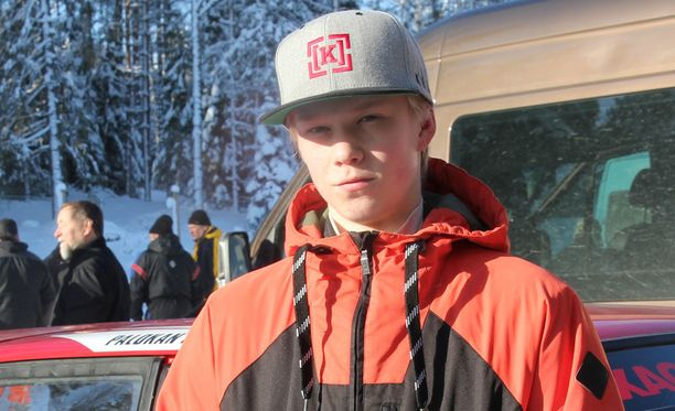 Kalle Rovanperä joutuu ajamaan siviilissä mopoautolla.