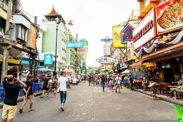Khao San Road on reppureissaajien suosima ostoskatu.