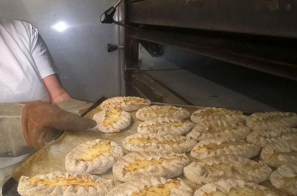 Perinteiset piirakat on kotileipomo Viipukassa valmistettu mummoilta perityillä ohjeilla.