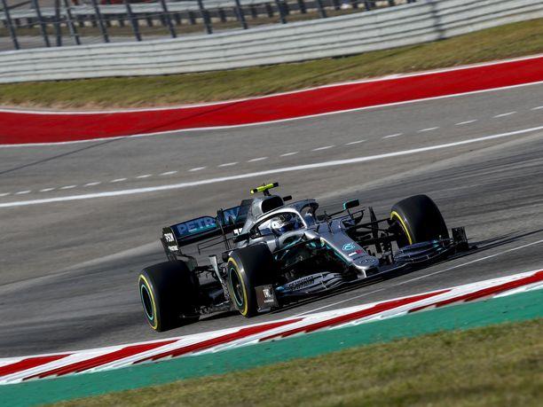Valtteri Bottas vauhdissa USA:n GP:n näyttämöllä, Circuit of the Americas -radalla.