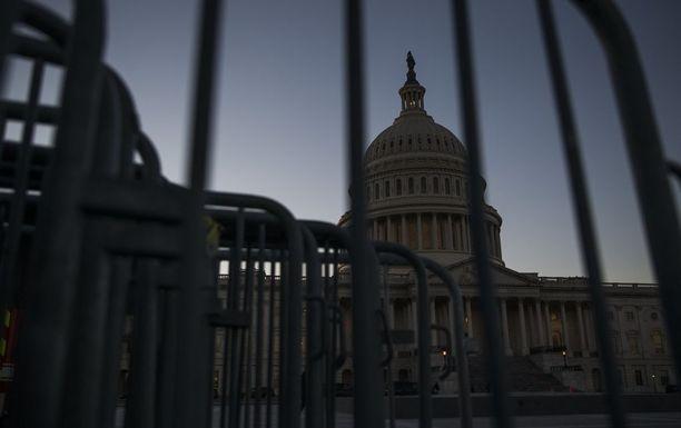USA:n valtion rahoitus on jäissä, kun republikaanit, demokraatit ja presidentti riitelevät keskenään.
