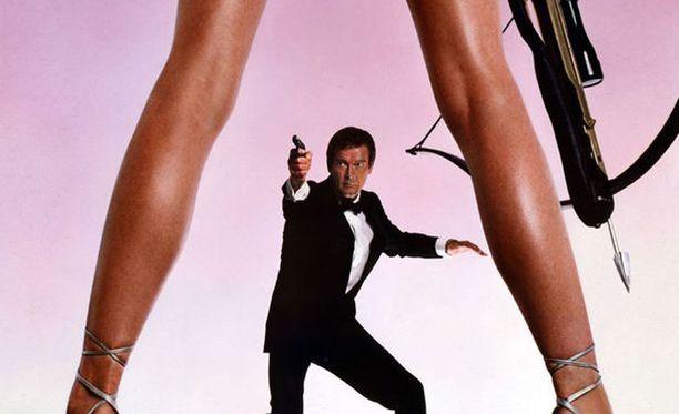 Robbin Young on mukana vuoden 1981 Bond-elokuvassa, jossa Bondina nähtiin Roger Moore. Tuoreen kuvan naisesta näet The Sunin uutisesta.