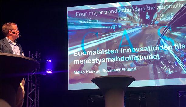 Mikko Koskue puhumassa Autoilun tulevaisuus -tapahtumassa.