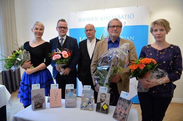 Tänä vuonna Finlandia-ehdokkaat ovat Laura Lindstedt (vas.), Kari Hotakainen, Markku Pääskynen, Panu Rajala ja Selja Ahava. Kuudes ehdokas Pertti Lassila ei ollut paikalla julkistamistilaisuudessa.