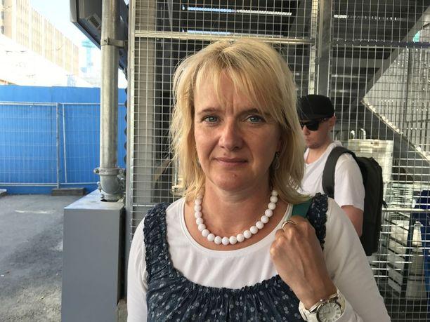 Camilla Kivivuoren, 52, mielestä Veturimiesten liitolla on mielenilmaukseen hyvät perusteet. Hän kyseenalaistaa myös sen, miten julkisesta liikenteestä saisi entistä kannattavampaa yhtiöittämisen avulla, kuten liikenne- ja viestintäministeri Anne Berner (kesk) ehdottaa.