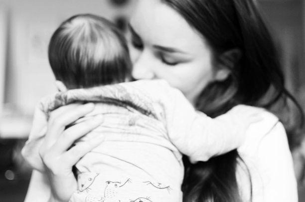 Ensimmäisen kuukaudet vauvan kanssa kuluivat synkissä ajatuksissa.