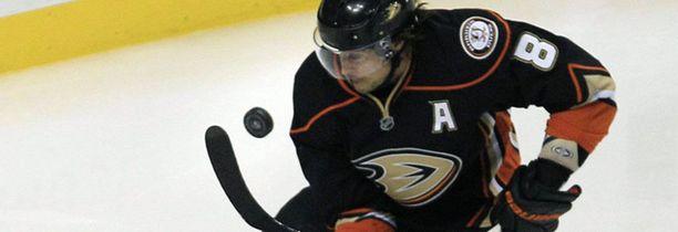 Teemu Selänteen Anaheim Ducks joutui urakoimaan rajusti ennen joulutaukoa.