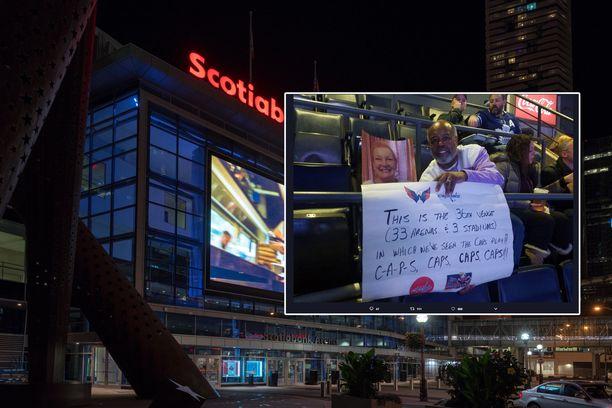 Greg Christianilla oli Toronto Maple Leafs-Washington Capitals -otteluun kaksi istumapaikkalippua - yksi itselleen ja yksi vaimon kuvalle.