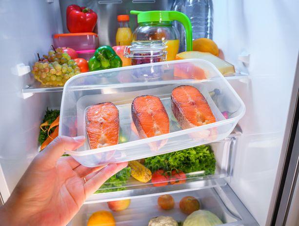 Jääkaapin lämpötila kannattaa silloin tällöin tarkistaa, jotta ruoka säilyy siellä varmasti hyvänä.