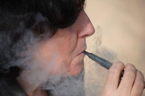 Sähkösavukkeet ovat nuorille melko uusi potentiaalinen nikotiiniriippuvuuden lähde.