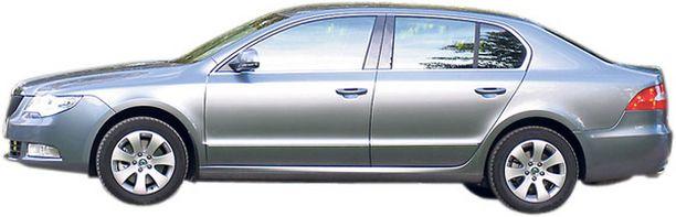 PIDENNETTY Skoda Superbin muoto hämää luulemaan autoa pidemmäksi kuin se onkaan.
