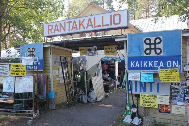 Kaikkea on -realisointi sijaitsee Karstulan Rantakalliolla.