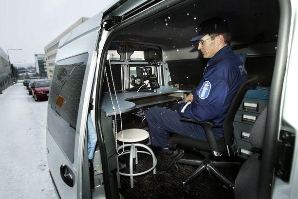 Liikkuvalla kalustolla tehtävä automaattinen nopeuskameravalvonta on tuomioistuinpäätöksen mukaan laitonta.