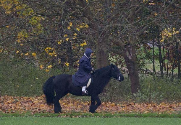 Englannin kuningatar Elisabetin hevoset ovat osallistuneet myös erilaisiin hevoskilpoiluihin, myös menestyksekkäästi.