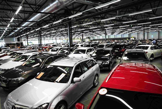 Käytetyn auton ostajan kannattaa tarkistaa auton kunto sekä pintapuolisesti että koeajossa.