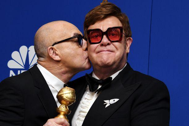 Bernie Taupin ja Elton John saivat Golden Globe -palkinnon kappaleesta I'm Gonna Love Me Again.