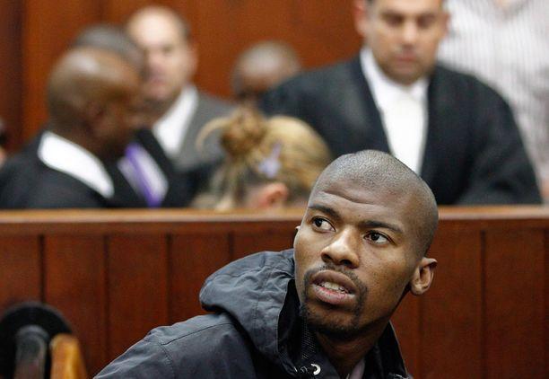 Xolile Mngeni oikeudessa vuonna 2012. Rikoskumppanin mukaan Mngeni oli Anni Dewanin ampuja.