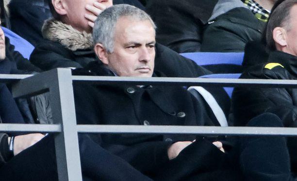 José Mourinho kuvattiin launtaina Berliinissä seuraamassa bundesliigaottelua Herthan ja Borussia Dortmundin välillä.