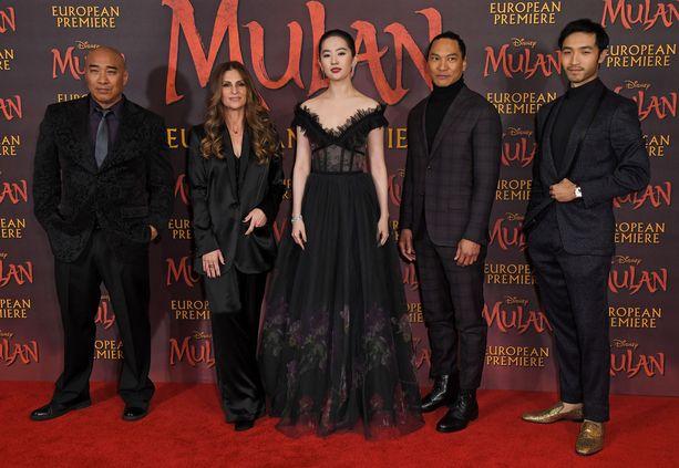 Uuden Mulan -elokuvan Euroopan ensi-iltaa ehdittiin juhlistaa juuri ennen pandemian leviämistä.