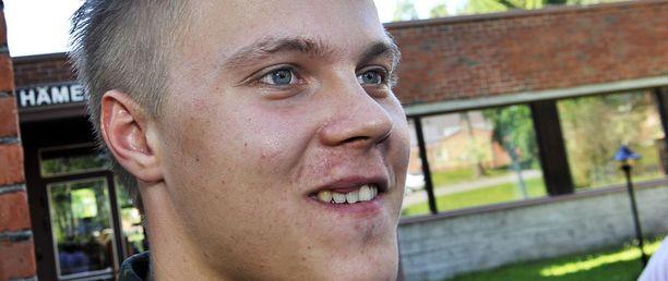 Mikael Granlund oli kepeissä tunnelmissa Puolustusvoimain Urheilukoulussa.