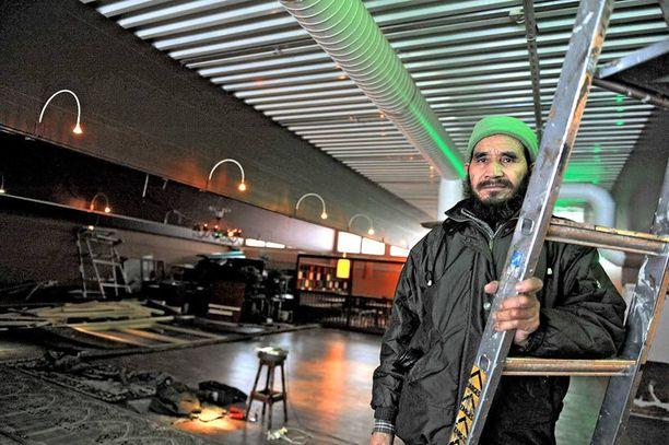 TALKOOMIES Sayed Mohammad Ali Hossaini on yksi Mellunkylän moskeijaa rakentavista talkoolaisista.