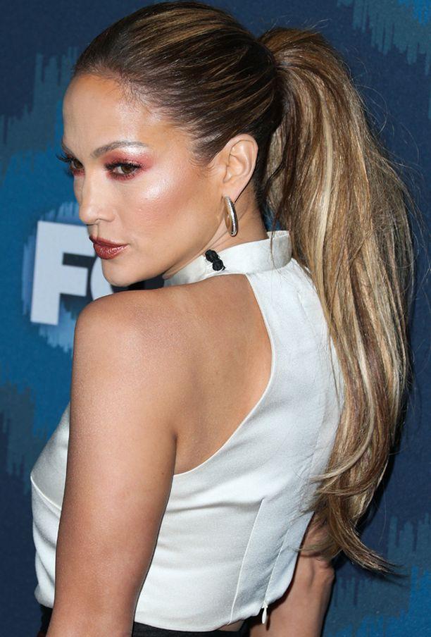 Jennifer luotti näyttävään poninhäntäkampaukseen.