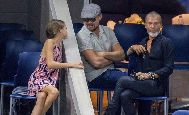 Toistaiseksi tuntematon tyttö lähestyi näyttelijä Leonardo DiCapriota Yhdysvaltain avoimessa tennisturnauksessa.