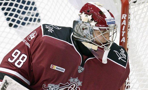 Dinamo Riikaa viimeksi edustanut maalivahti Janis Kalnins siirtyy Jokereihin taistelemaan peliajasta Ryan Zapolskin kanssa.
