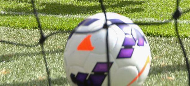 Joona Tiira pisti pallon pussiin kolmesti POHUa vastaan.