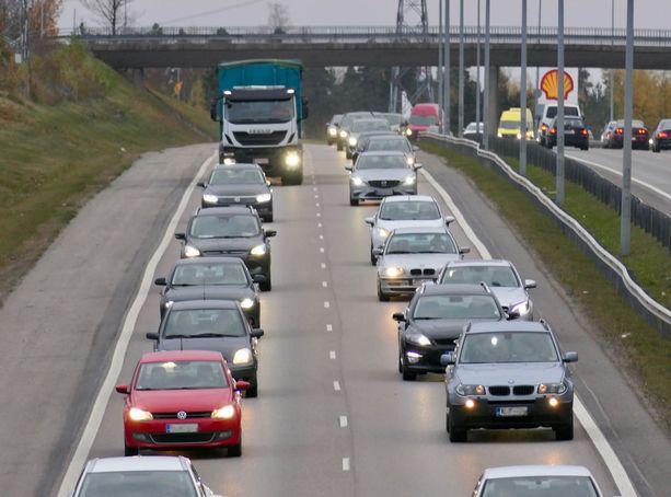 Vain harva autoilija tulee ajatelleeksi, että tehojarrut eivät ota huomioon perässä ajavia.
