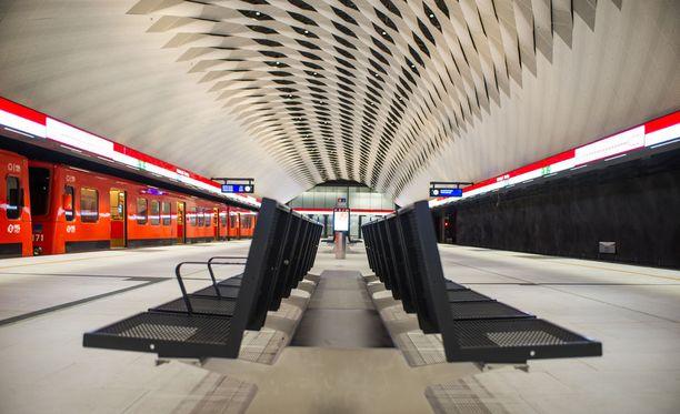 Tulevaisuudessa idän ja lännen metrolinjat voitaisiin erottaa toisistaan. Kuva Matinkylän metroasemalta.