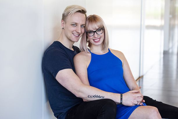 Vilma ja Elias Iltalehden kuvauksissa kesällä 2018.