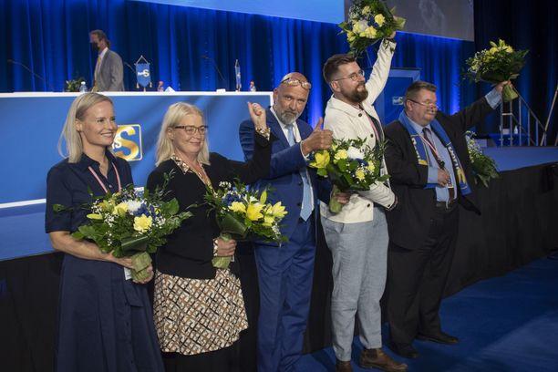 Perussuomalaisia johtavat nyt vasemmalta lukien Riikka Purra, Leena Meri, Mauri Peltokangas, Sebastian Tynkkynen ja Arto Luukkanen.
