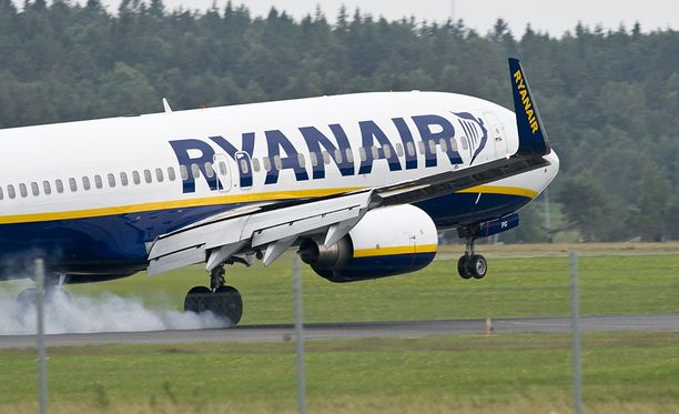 """Ryanair on kertonut tutkivansa tapauksen ja rankaisevansa tarvittaessa """"kymppikerholaisia"""". Lentoyhtiö ei tarkenna millaisia rangaistuksia sillä on käytössä."""