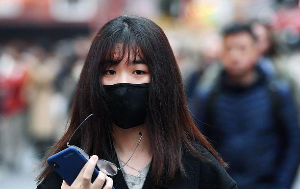 Koronavirus herättää pelkoa maailmalla.