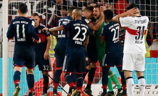 Bayern-pelaajat kiittelivät Sven Ulreichia kolmesta sarjapisteestä.